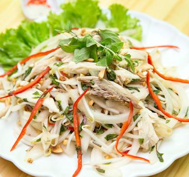 Nộm gà Đông Tảo xé phay